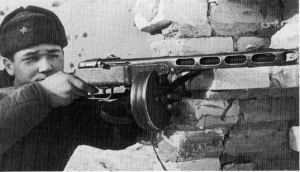 Soldado soviético armado con un PPSh-41