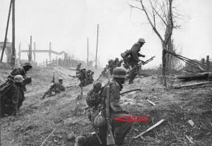 Soldados alemanes, el primero que se ve en la fotografía esta armado con un mauser K98