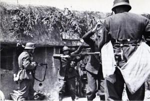 Soldados franceses rindiéndose en la Línea Maginot