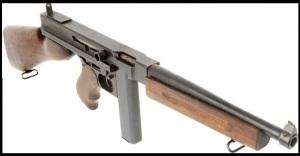 Subfusil Thompson versión M1. Versión abaratada de la original.