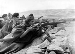 Miliciana republicana armada con una carabina mauser M1916.