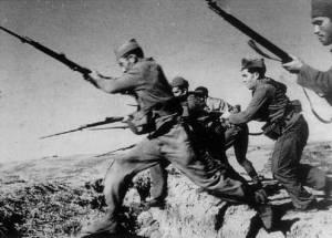 Soldados republicanos españoles con fusiles Nagant M1891
