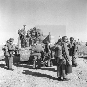 Soldados del regimiento Soria nº9 en la zona de África Occidental durante el conflicto entre 1957-1958.