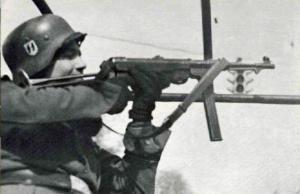 Soldado de las Waffen SS con un MP40