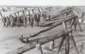Rommel y sus oficiales inspeccionando las defensas del Muro Atlántico, nombre que se le dio a las fortificaciones.