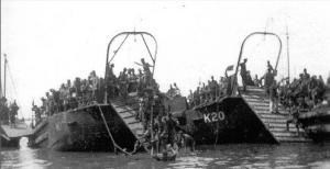 Soldados españoles desembarcando en alhucemas