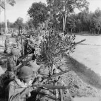 Soldados franceses en Indochina con fusiles MAS36
