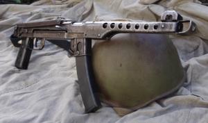 Un pequeño lote fue fabricado durante el Asedio a Leningrado, pero la producción en masa llegó a principios de 1943, con las nuevas técnicas de torneado y fresado pasando, a una nueva versión de este subfusil.