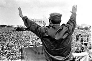 Fidel Dando un discurso en La Habana.