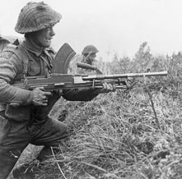 300px-Bren_gunner_of_the_Royal_Scots_06-11-1944
