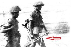 Soldado Indio con una Bren en la Guerra Indo-pakistaní de 1971.