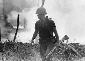 Soldado en Vietnam con un M14