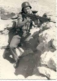 Soldado español con un CETME