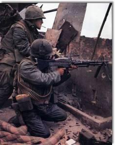 Marines norteamericanos. Vemos a un soldado con una M60