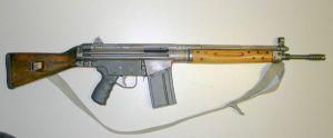 """El CETME """"C"""" Pesaba mas de 4kg. Tenía una cadencia de 550-600 disparos minutos. El modelo """"L"""" pesaba algo más de 3kg y alcanzaba los 1000 disparos por minuto"""