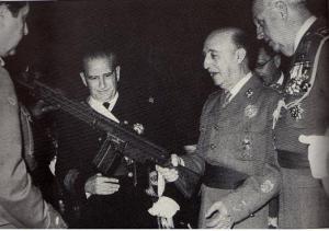 Francisco Franco en la presentación del CETME B