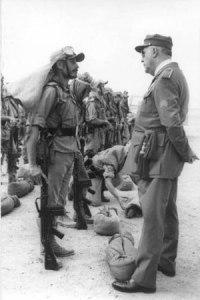 Soldado español en África con el CETME B