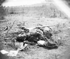 Soldado confederado muerto.