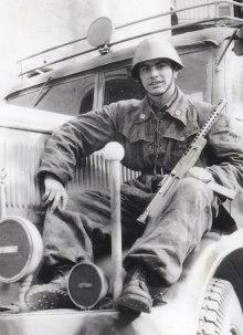 Soldado italiano con una Beretta M1938. Fueron muy codiciadas por los oficiales, que no tardaban en agenciarse una.