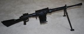 Breda M30. Se ha dicho que esta ametralladora se podía cargar con peines del fusil carcano, esto es falso, pues dichos peines usan 6 cartuchos y son del tipo Mannlicher.