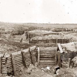 Trincheras Confederadas. En esta guerra las nuevas armas hicieron que los soldados se enterrasen bajo tierra para minimizar bajas, los europeos no aprendieron la lección y en 1914 sera una completa sangría.