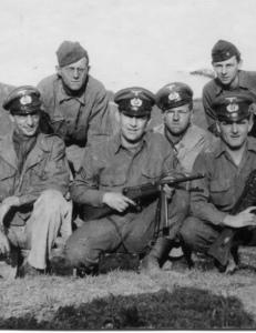 Soldados norteamericanos con un subfusil Beretta versión 1942.