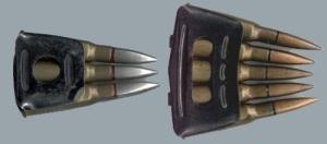 Peines del fusil Berthier. A la izquierda vemos el modelo original de 3 disparos y a la derecha la modificación de 5. El cartucho 8mm lebel daba problemas por su pestaña.
