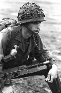 Soldado francés con un MAT.