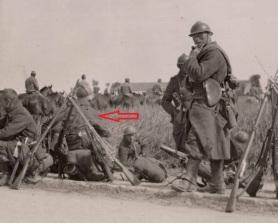 Soldados franceses ya en  una fase superior de la 1ª Guerra Mundial. Fusiles berthier colocados.