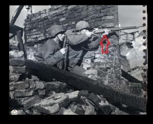 2ª Guerra Mundial. Dos soldados norteamericanos portan fusiles M1917.