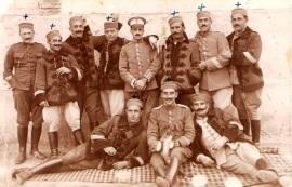 Oficiales que componían el regimiento. Los que tienen la cruz es que perecieron aquel día. (8 de 11)