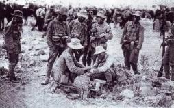 Soldados del regimiento en un descanso.