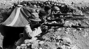 Soldados españoles defendiendo una posición tras el desastre de Annual.