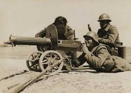 Brigadistas internacionales posando con una Maxim M1910 durante la Guerra Civil Española
