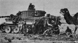 """Tanque panzer VI """"Tiger"""" durante la ofensiva alemana en Kasserine."""