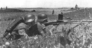 Soldados chinos con una ZB vz 30. Las diferencias entre las dos versiones eran mínimas.