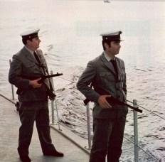 Guardias costeros españoles armados con subfusiles Z_45.