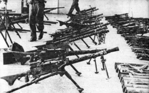 Ametralladoras Browning  M1919 capturadas a los exiliados cubanos tras la batalla.