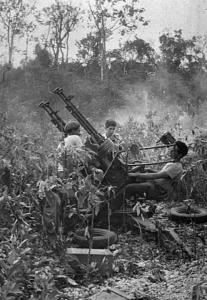 Cañón antiaéreo cubano de 20mm. Las fuerzas leales a Castro lograron derribar algunos aparatos.