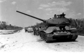 Tanque cubano T-34/85. Algunos de estos tanques quedaron fuera de juego por disparos de los M41 estadounidenses.