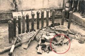 En el circulo rojo podemos ver un subfusil del modelo SA. La foto esta tomada en las colonias portuguesas.