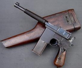 Astra 900 o C-96 configurada para hacer fuego automático.