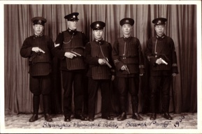 Policías chinos armados con Colt M1911 durante 1930.