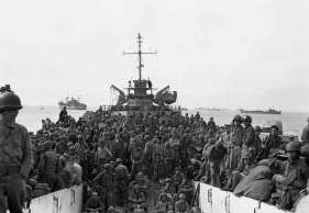 Tropas estadounidenses desembarcando.