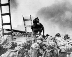Soldados estadounidenses atacando las posiciones norcoreanas.