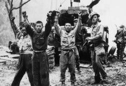 Soldados norcoreanos se rinden a las fuerzas de las Naciones Unidas.