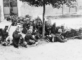Soldados belgas durante agosto de 1914 armados con fusiles M1889.