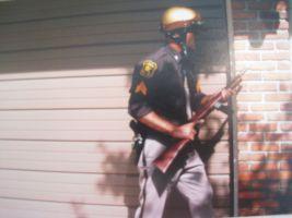 Un sheriff de un pueblo de Estados Unidos armado con un Reising M50.