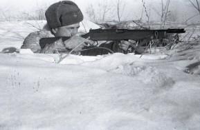 Soldado soviético con un Reising M50 durante la Gran Guerra Patria.