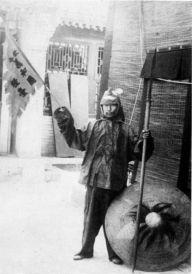 Guerrero bóxer en 1900. Armado con lanza y escudo.